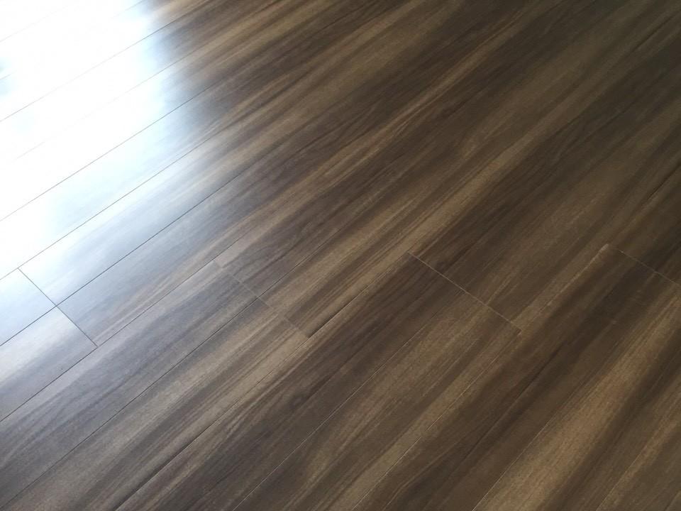 パナソニック電工の床材をフロアコーティング [before]